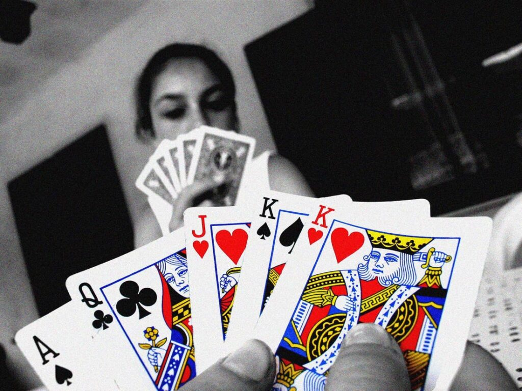 Features of playing poker games through online